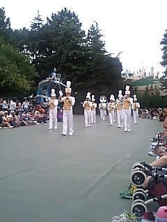 整然としたパレードルート